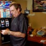 Кто играет в игровые автоматы за деньги в казино Вулкан